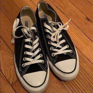 Black, size 7 converse. Hardly worn!